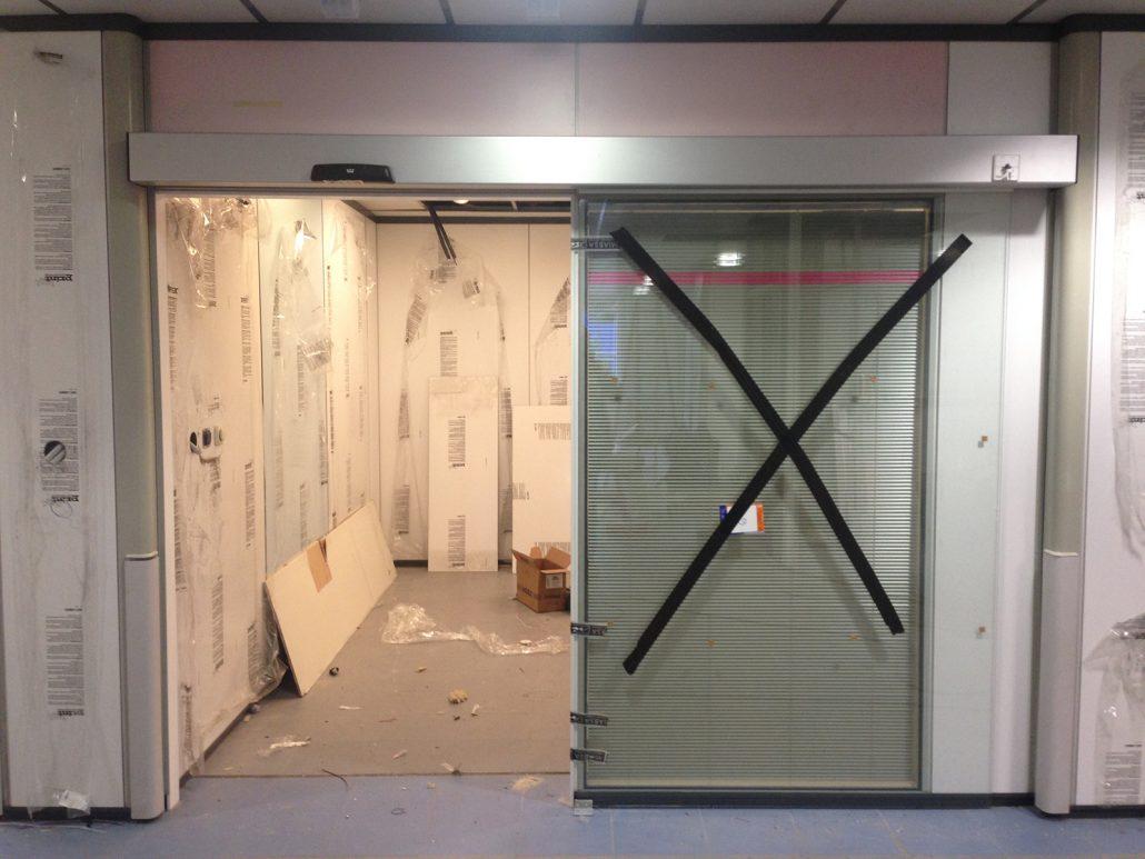Danet Inoxidables - Puerta Automática Vidriada Entrada Boxes