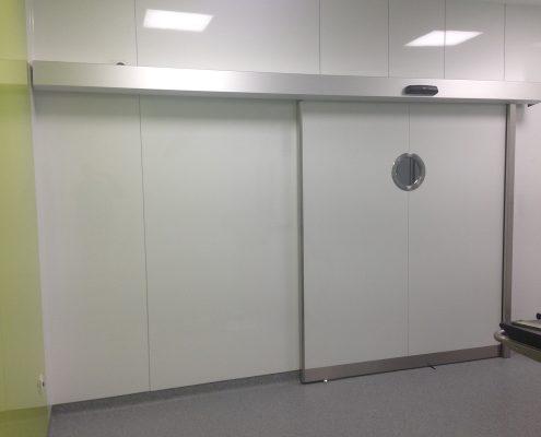 Danet Inoxidables - Puerta Doble Automática Emplomada Entrada Quirófano en Acabado Estratificado Blanco